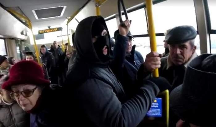 VIDEO ŞOCANT / Tânărul care vânează HOŢII DE BUZUNARE, din nou la datorie! A surprins foşti puşcăriaşi cum fură în transportul public