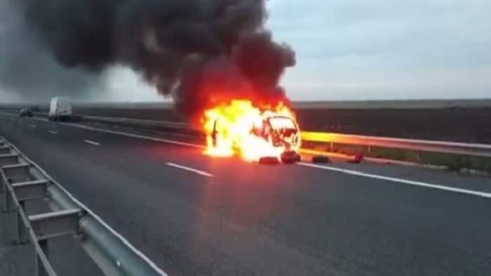 Trafic oprit pe A2! O maşină a luat foc