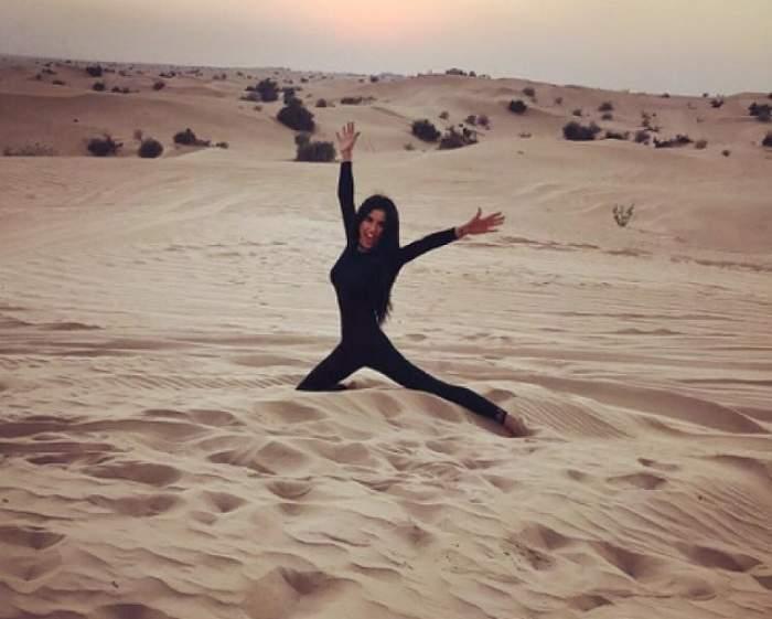 FOTO / România îngheaţă, Daniela Crudu arde! Asistenta, atingeri fierbinţi cu o tânără în nisipul din Sahara