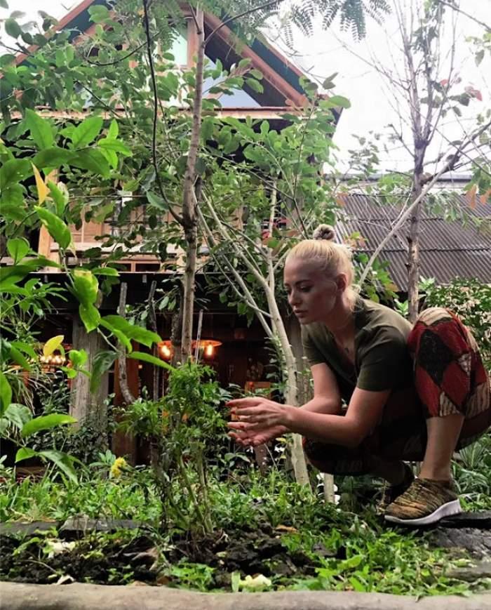 FOTO / Surprize, surprize! Trebuie să vezi cu cine s-a întâlnit Delia în vacanţa din Thailanda