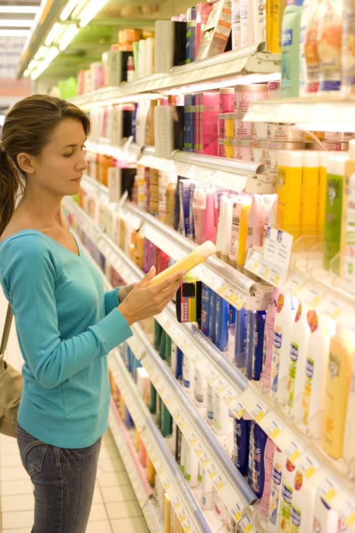 I-a cumpăra fiicei sale, în vârstă de 12 ani, un gel de duş, dar mesajul de pe eticheta produsului este de-a dreptul pornografic!