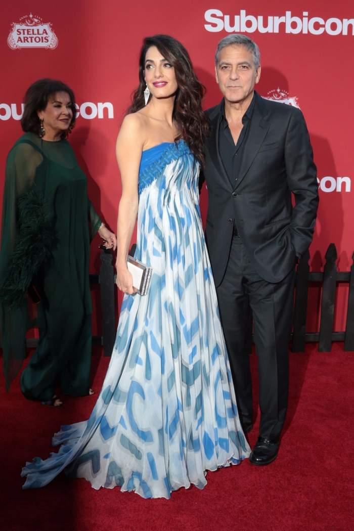 Una-i soacra, alta-i nevasta. George Clooney a surprins când a apărut aşa pe covorul roşu. De ce s-au înghesuit fotografii să-l pozeze