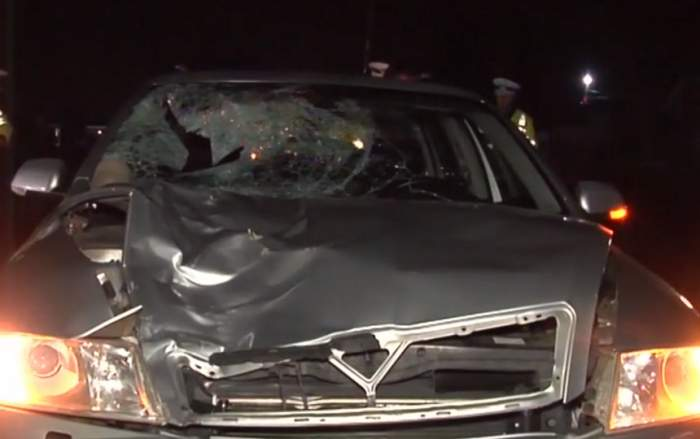 VIDEO / Accident grav în Galaţi! Un pieton grăbit a fost lovit de o maşină, aruncat pe parbriz, apoi a ajuns în portbagaj