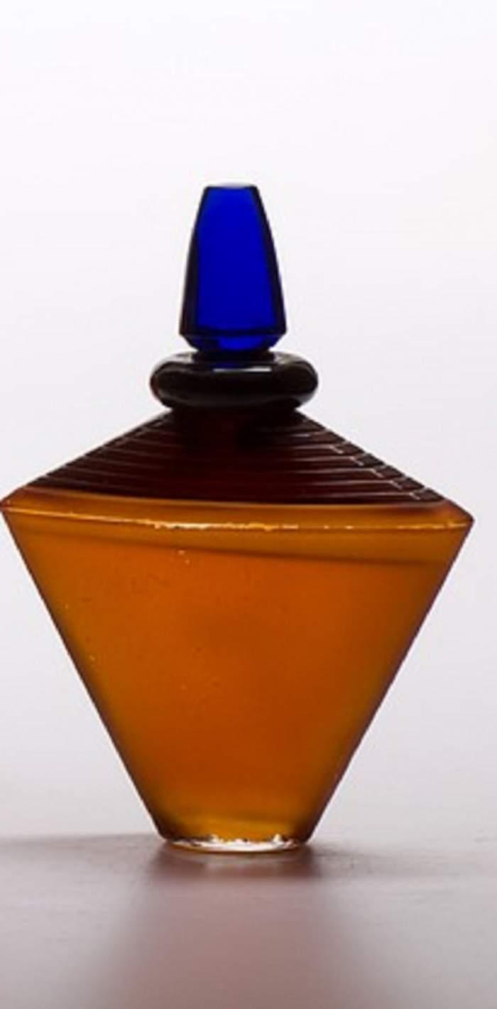 Ce parfum trebuie să foloseşti pentru a excita o femeie? Nu o să ghiceşti ce ingredient are la bază