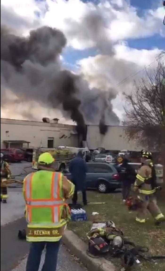 FOTO & VIDEO / Trei explozii uriaşe au avut loc la o fabrică de cosmetice! Peste 20 de persoane sunt rănite