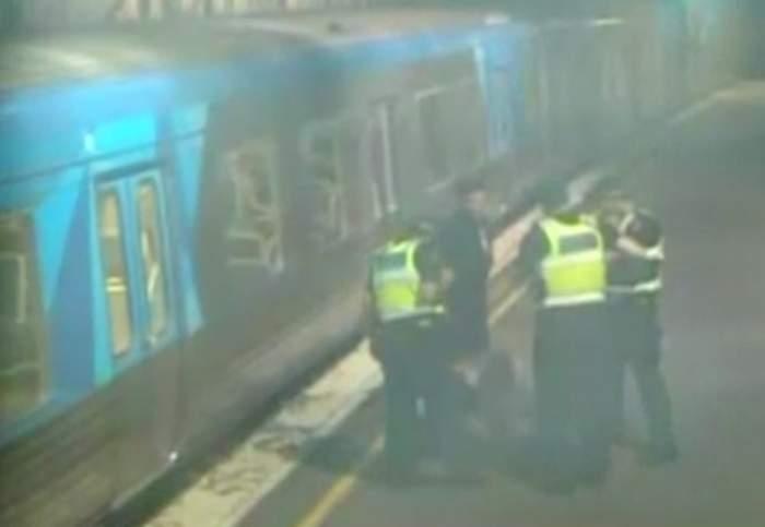 VIDEO / O femeie a fost salvată în ultima clipă de pe șina de tren!
