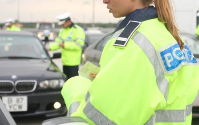 Ca la noi la nimeni! O poliţistă de 22 de ani i-a luat permisul unui şofer, apoi l-a amendat pentru că nu îl are la el