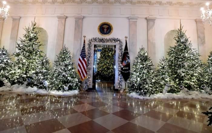 VIDEO / Casa Albă s-a îmbrăcat în sărbătoare. Cum arată ornamentele de vis din locuinţa lui Donald Trump şi a Melaniei Trump