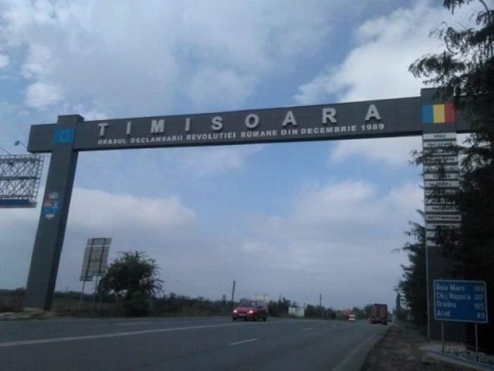 """Poarta de intrare în Timișoara, identificată ca """"un real pericol"""". Trebuiesc date jos imediat plăcile de fibrociment montate pe grinda metalică!"""