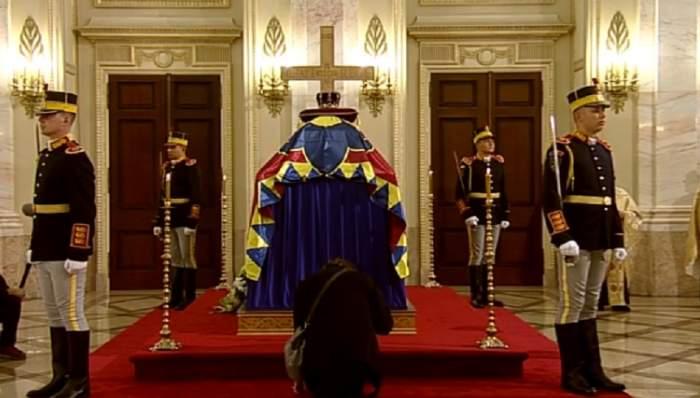 VIDEO / Lacrimi şi durere! Suveranii lumii, la catafalcul Majestăţii Sale Defuncte, Regele Mihai