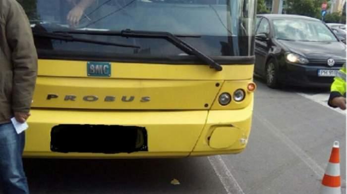 Adolescent din Ploiești, umilit pentru că a cedat locul în autobuz unei femei în vârstă
