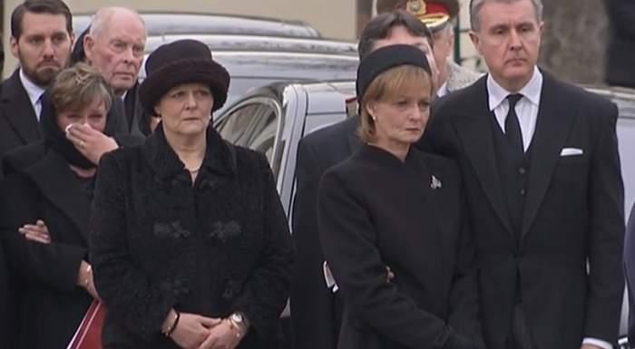 Comportamentul fiicelor Regelui Mihai la înmormântarea ultimului monarh a fost analizat pas cu pas! Gesturile care le-au dat de gol