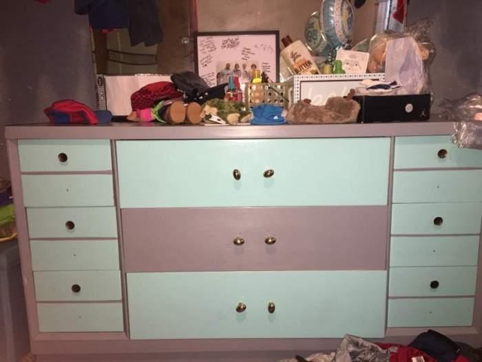 FOTO / Imaginea asta i-a isterizat pe internauți! Cum este comoda: roz cu alb sau albastru cu gri?