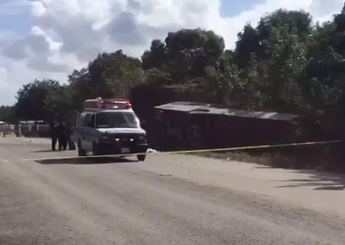 VIDEO / Cel puțin 11 persoane au murit după ce un autocar cu turiști s-a răsturnat