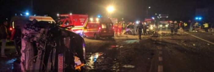 VIDEO / Accident MORTAL în judeţul Bihor! Două persoane au murit iar alte 12 sunt grav rănite
