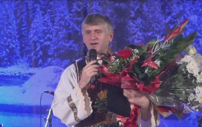 FOTO / Cristian Pomohaci, primit cu buchete de flori şi ropote de aplauze la un concert! Oamenii s-au grăbit să îi sărute mâna