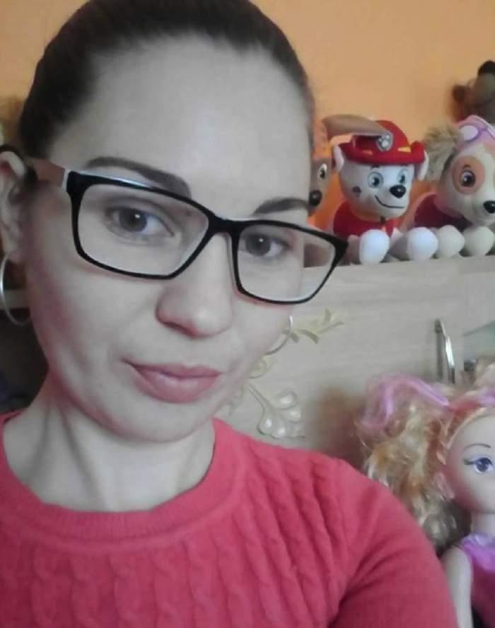 FOTO / Laura, tânăra de 26 de ani bolnavă de cancer care avea cinci copii, a fost înmormântată astăzi. Sute de oameni o plâng