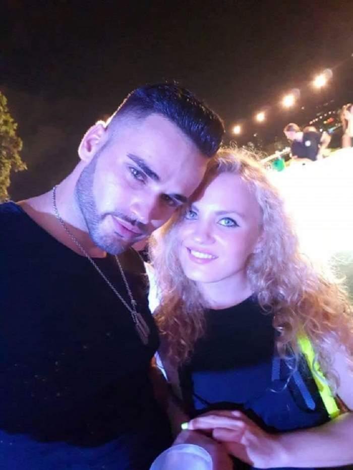 FOTO / Corina şi Traian, foşti concurenţi la MPFM , Crăciun de poveste împreună! Ea - gravidă, el - fericit lângă brad
