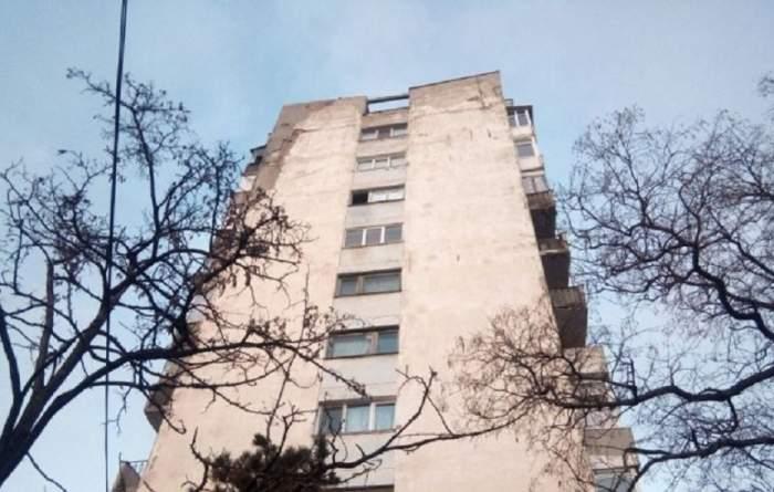 FOTO / Tentativă de sinucidere sau accident? O femeie a căzut de la etajul 8 al unui bloc din Iași. Ce au descoperit polițiștii