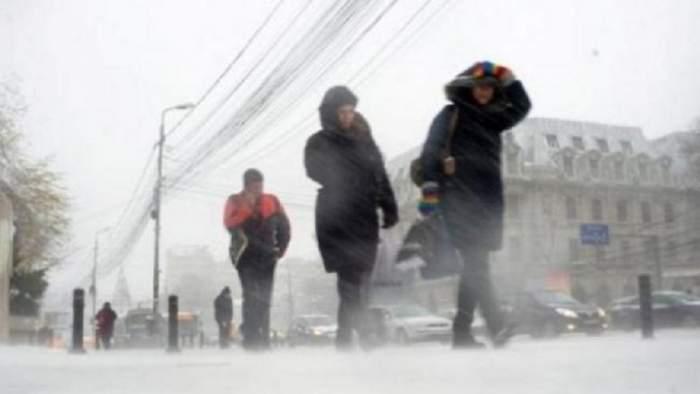 Cod GALBEN de vânt puternic, ceaţă şi polei în 15 judeţe din ţară