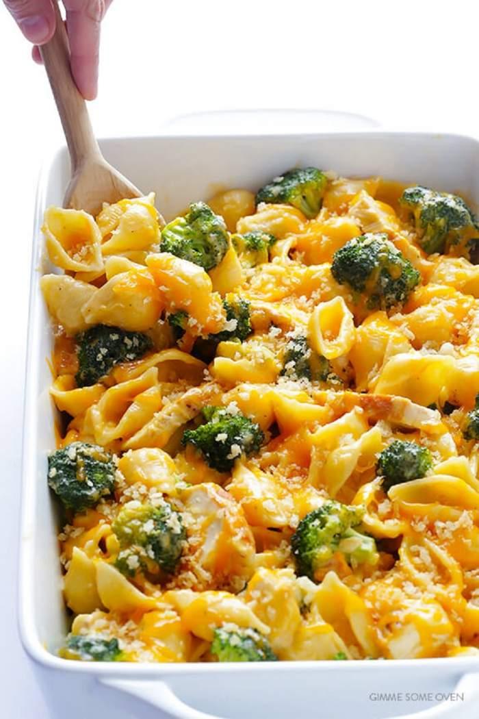 Paste cu broccoli şi piept de pui