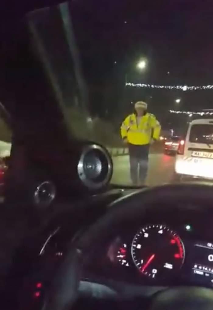 VIDEO / Poliţişti filmaţi într-o ipostază incredibilă, de un taximetrist! Se lasă cu dosar