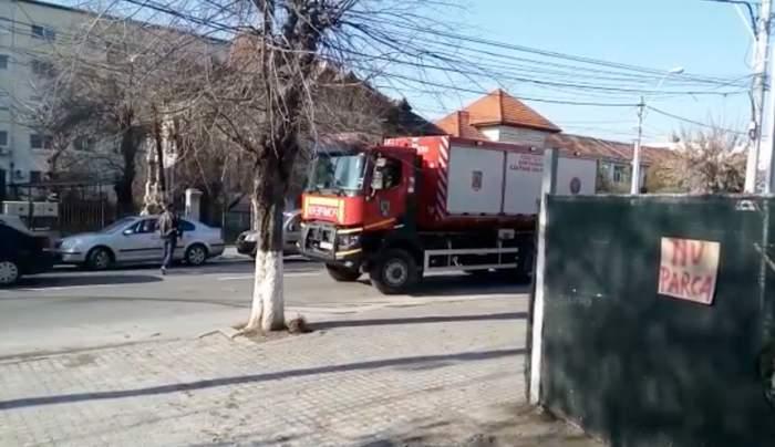 Accident grav la Dolj! Doi muncitori au fost prinşi sub un mal de pământ