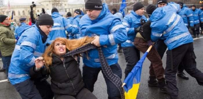 """""""M-au tras, m-au împins, m-au strâns de gât cu eșarfa, m-au tras de păr. Femeia ridicată de jandarmi la proteste face dezvăluiri șoc"""