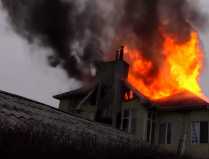 Caz inedit în judeţul Alba! Şi-a incendiat singur locuinţa! Ce a făcut bărbatul când au ajuns pompierii este de neimaginat