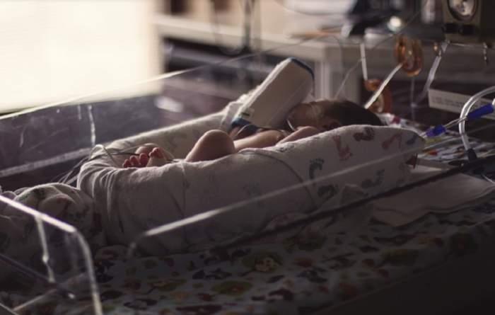 Un bebeluș a ajuns în stare gravă la spital, după ce a băut lichid de geamuri! Cum s-a întâmplat grozăvia