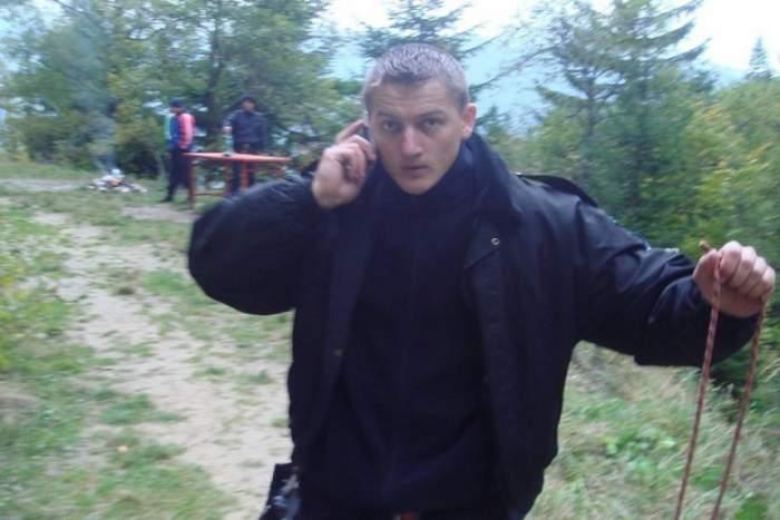 Detalii noi despre starea poliţistului atacat cu sabia în timpul unei misiuni. Prietenii şi familia fac un apel urgent pe internet