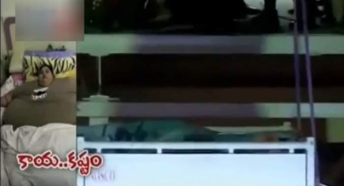 VIDEO / IMOBILIZATĂ la pat de 25 de ANI, cea mai grasă femeie din lume, ridicată cu o macara la spitalul unde va fi operată