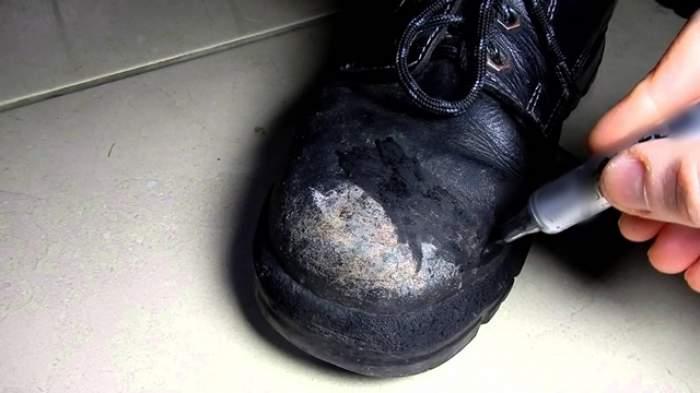 """Crema de """"întinerire"""" a pantofilor de piele! Face toate """"ridurile"""" să dispară ca prin minune"""