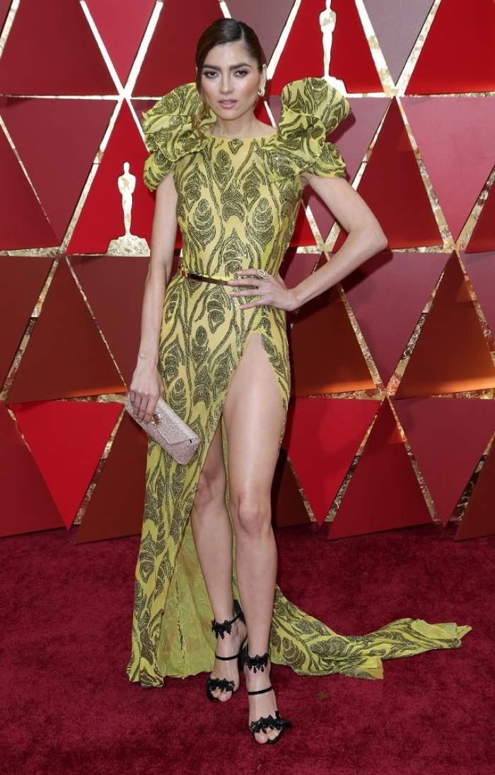FOTO / Fără chiloți la Premiile Oscar! Mai avea puțin și arăta tot prin crăpătura adâncă