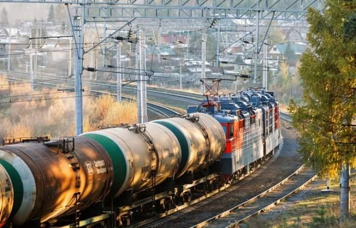 Atac cu bombă! Un tren care transporta combustibil a deraiat în urma unei explozii