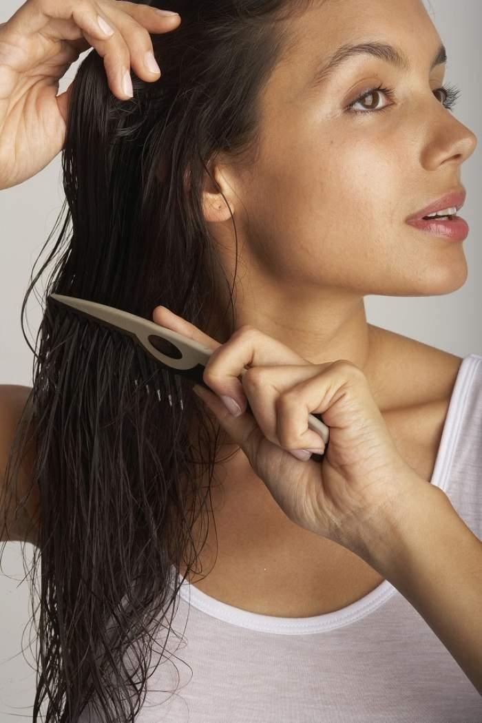 """10 greșeli pe care și tu le faci! Evită-le și vei avea părul ca în reclame! Bonus: rețeta de şampon care """"vindecă"""" problemele capilare"""