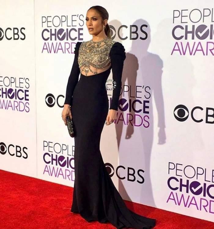 FOTO / Jennifer Lopez a luat proporții! Colanții mult prea mulați i-au intrat în zonele intime