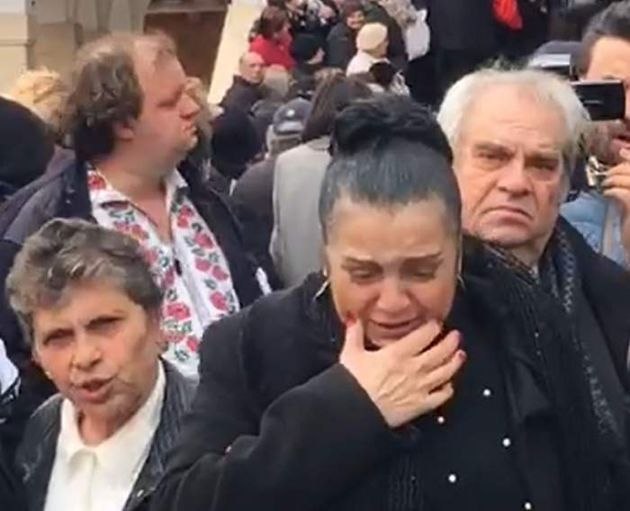 """VIDEO / Moment uluitor la înmormântarea Ilenei Ciuculete! Cornelia Catanga: """"Să nu o ierte Dumnezeu"""""""