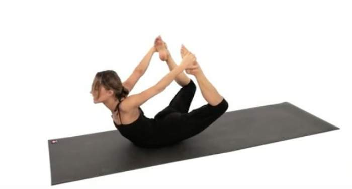 VIDEO / 5 poziţii de yoga care te ajută să dai jos burta! În plus, te scapă și de stres