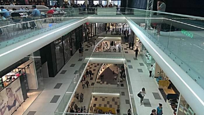 Incendiu la Mall Băneasa! Oamenii au fost evacuaţi de urgenţă