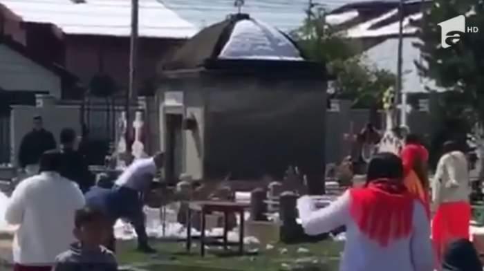 VIDEO / Bătaie cu cruci și multe înjurături într-un cimitir din Focșani! 17 persoane au fost reținute