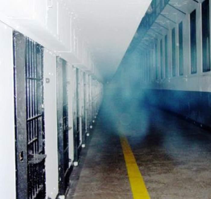 Au chemat popa în celulă, ca să-i scape de o fantomă! Ce le făcea stafia, în somn!