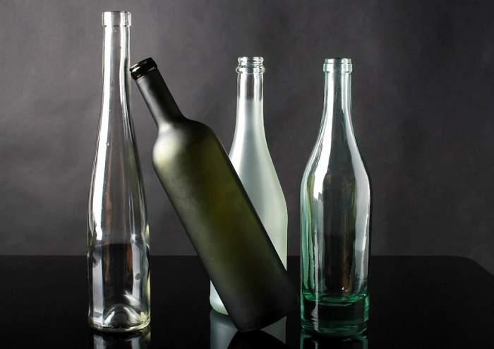 ÎNTREBAREA ZILEI: Câte lucuri poţi face cu o sticlă în bucătărie? Este mai utilă decât îţi imaginezi