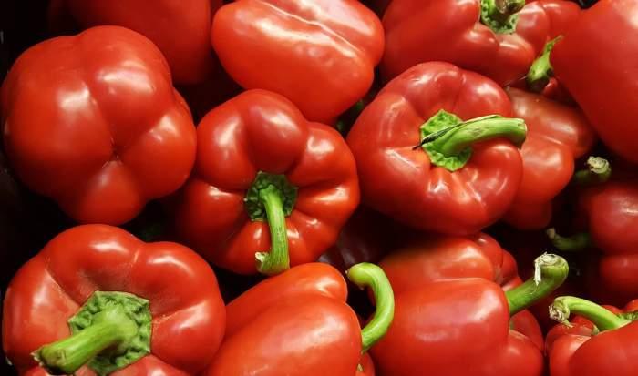 ÎNTREBAREA ZILEI: Ce se întâmplă dacă mănânci ardei gras în fiecare zi? Beneficiile nebănuite pe care le are