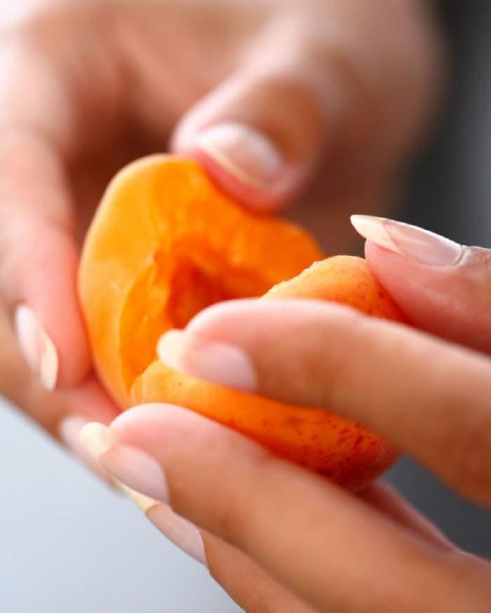 ÎNTREBAREA ZILEI: Care sunt beneficiile consumului de caise? Ia aminte dacă vrei să ţii dietă!