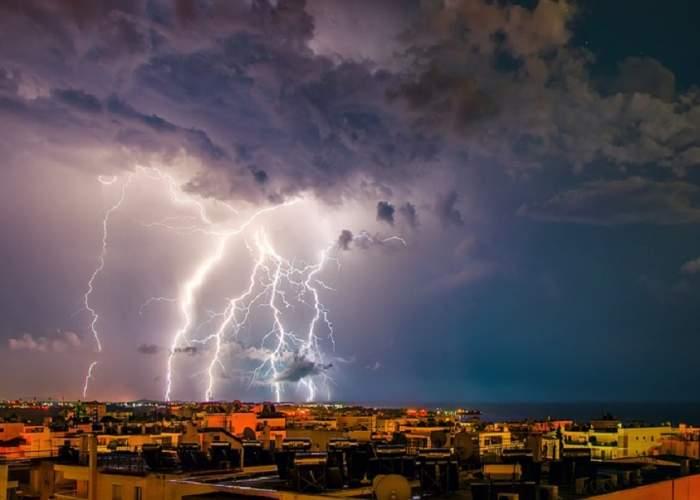 UPDATE / COD PORTOCALIU de ploi torențiale și vijelii în majoritatea țării! Care sunt zonele vizate de furtuni puternice