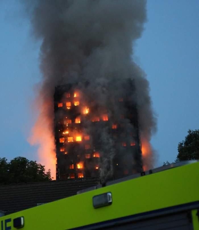 MIRACOLUL după incendiul de la Grenfell Tower din Londra. O familie dată dispărută a fost găsită după 5 zile
