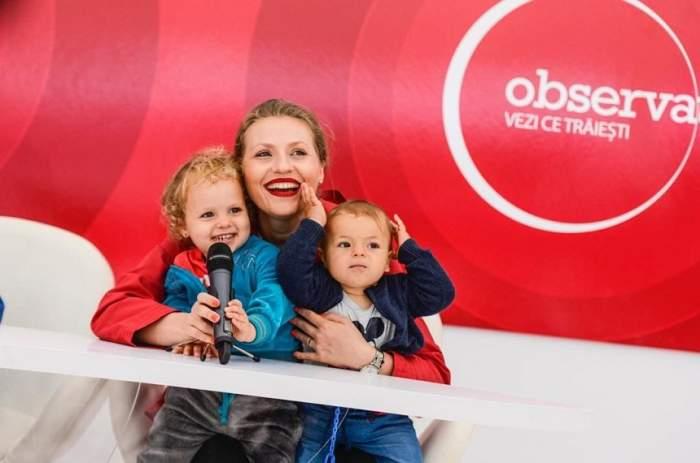 FOTO / Mirela Vaida şi-a luat copiii la muncă! Fetiţa ei îi poate lua oricând locul la cât de carismatică e