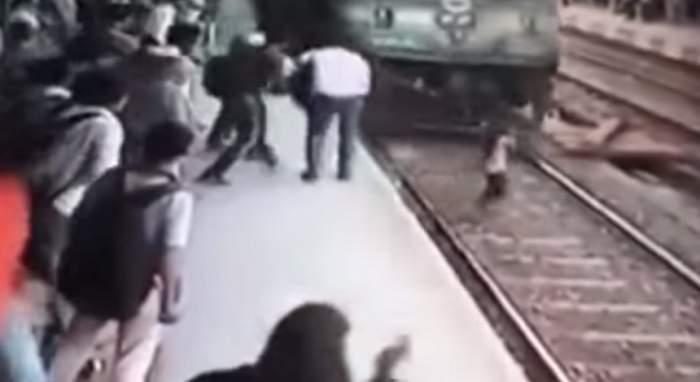 VIDEO şocant  / O tânără a supravieţuit miraculos, după ce a fost izbită în plin de TREN. Momentul impactului a fost filmat