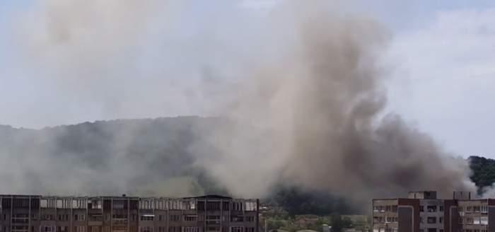 VIDEO / Incendiu IMENS în Reșița! Fumul gros a acoperit tot cartierul